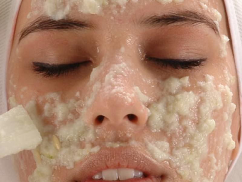 Механический пилинг кожи