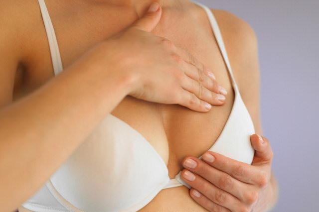 Как бороться с растяжками на груди