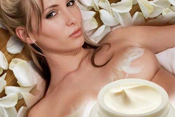 Причины появления растяжек на груди
