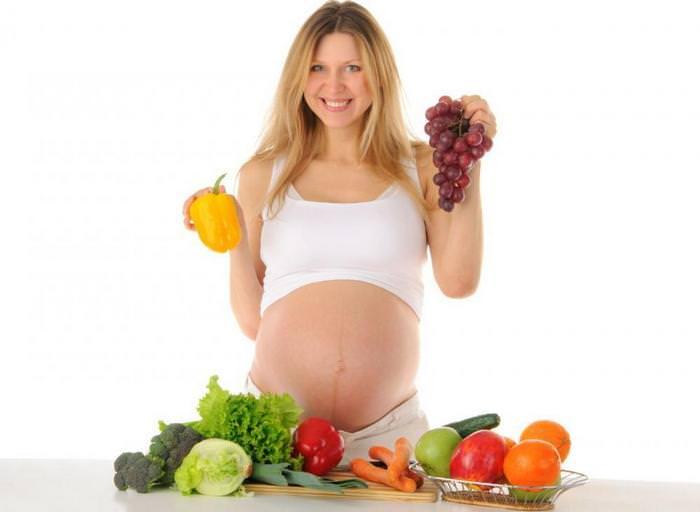 Полноценное питание для профилактики растяжек при беременности