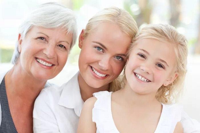 Мама, дочь и бабушка