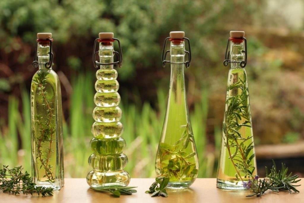Бутылки с настойками