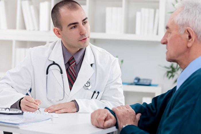 Доктор проводит беседу